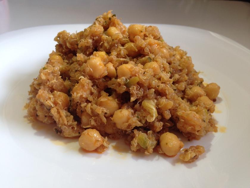 Garbanzos con quinoa y calabacín