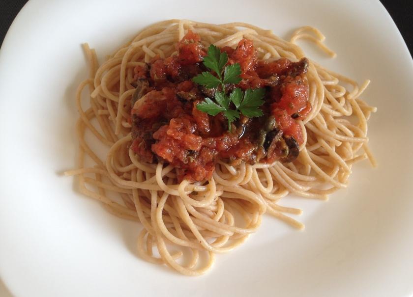 Espaguetis a la Puttanesca listos!