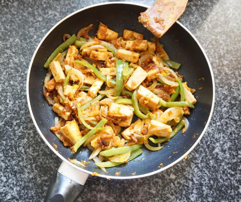 Salteado de verduras y tofu con salsa agridulce listo!
