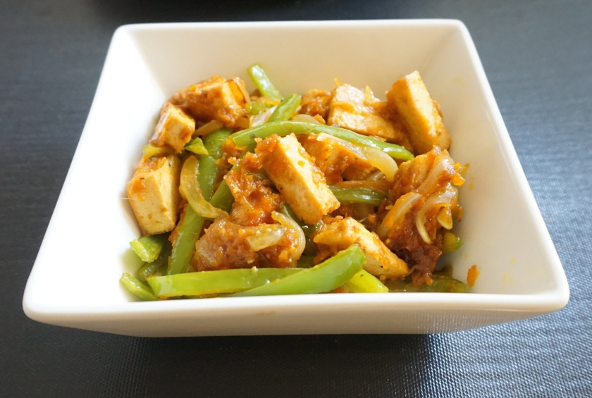 Salteado de verduras y tofu con salsa agridulce