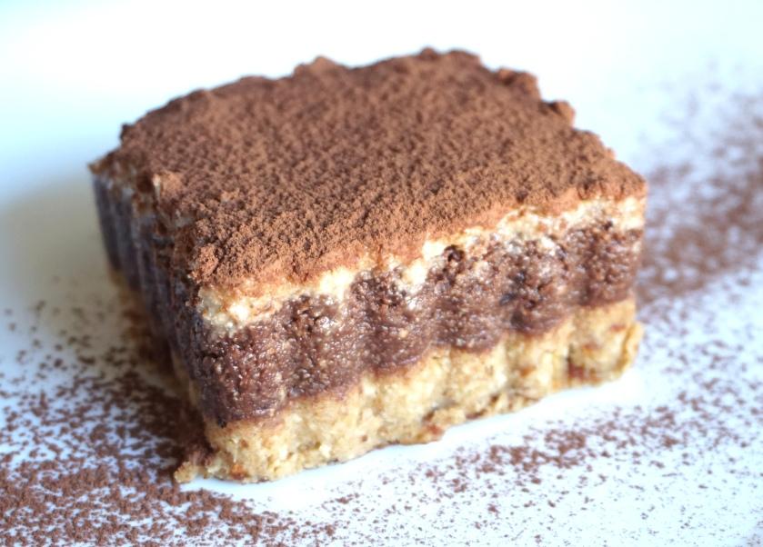 Tiramisú crudivegano de castañas y chocolate